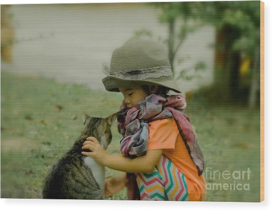 The Little Girl And Her Cat Wood Print