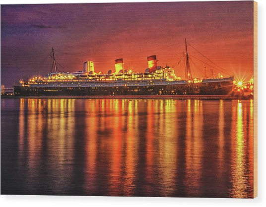 The Queen Mary Wood Print