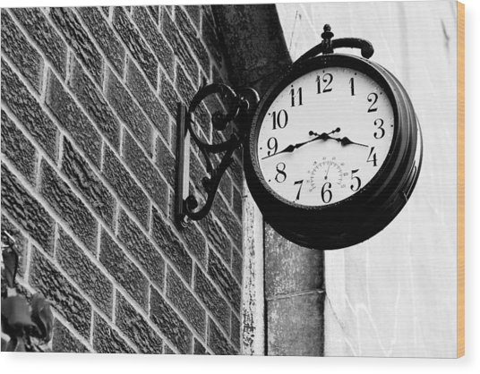 Time In Black And White Wood Print by Michelle Shockley