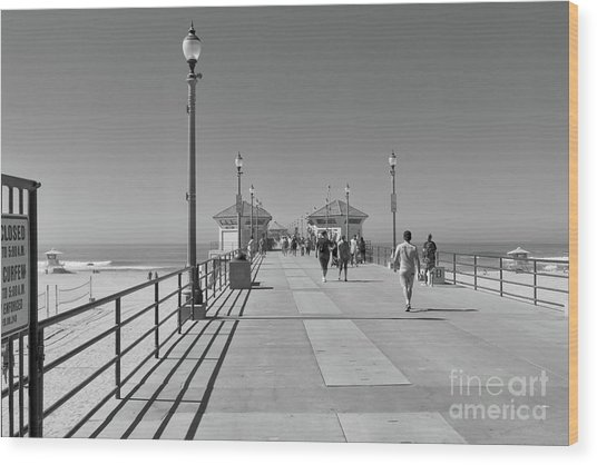 To The Sea On Huntington Beach Pier Wood Print