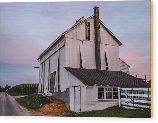 Tobacco Barn At Dusk Wood Print
