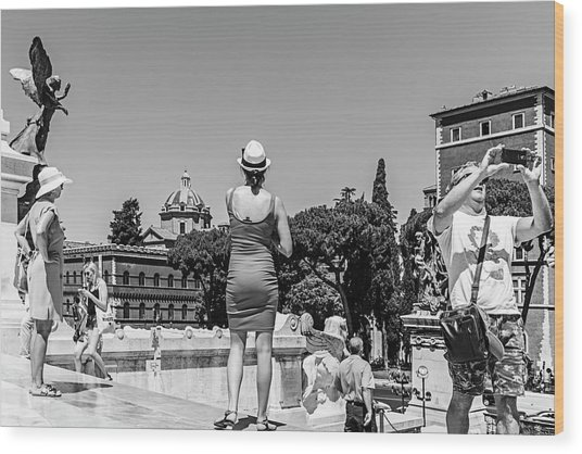 Tourists In Rome Wood Print by Ute Herzog