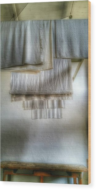 Towels And Sheets Wood Print