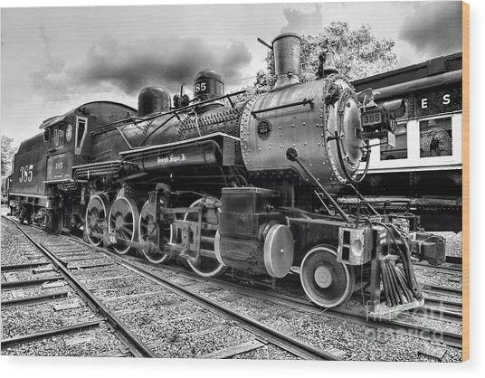 Train - Steam Engine Locomotive 385 In Black And White Wood Print
