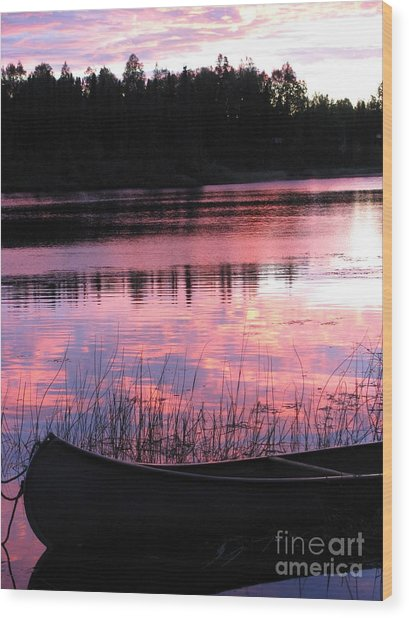 Tranquil Canoe In Sunset Wood Print
