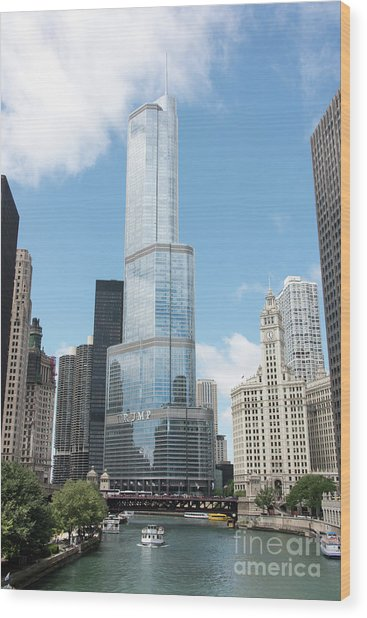 Trump Tower Overlooking The Chicago River Wood Print