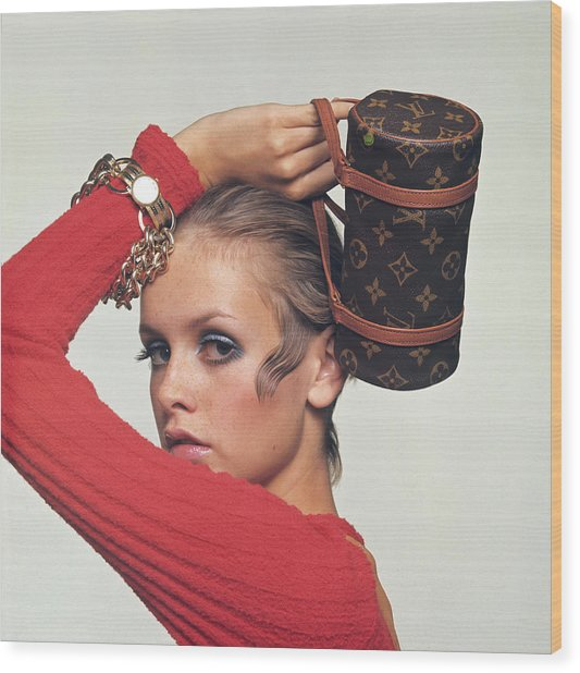 Twiggy With Louis Vuitton Purse Wood Print by Bert Stern