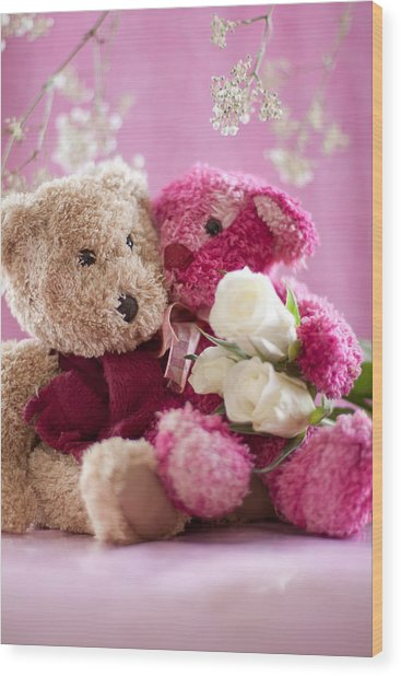 Two Teddy Bears With Roses Wood Print