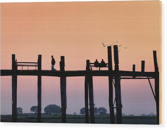 U-bein Bridge At Dawn Wood Print