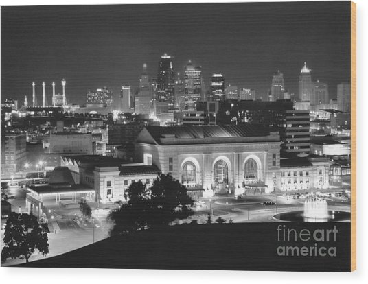 Union Station In Black And White Wood Print