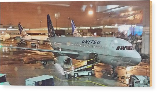 United Airlines A319 At Newark Airport Wood Print