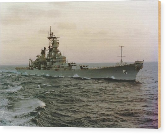 Uss Iowa At Sea In The Indian Ocean Wood Print