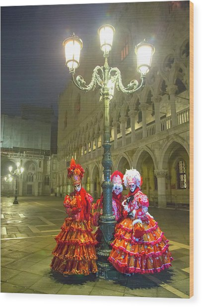 Venetian Ladies In San Marcos Square Wood Print