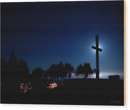 Ventura Ca Cross At Moonset Wood Print