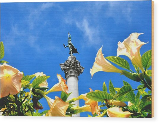 Victory Figurine In Union Square San Francisco Wood Print