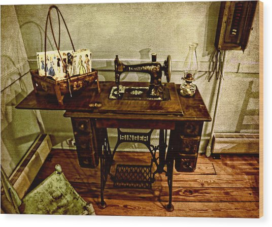 Vintage Singer Sewing Machine Wood Print