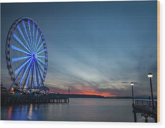 Wheel On The Pier Wood Print