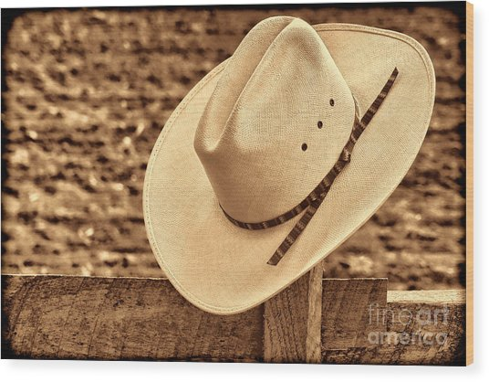 White Cowboy Hat On Fence Wood Print