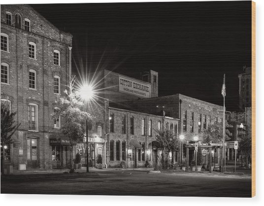 Wilmington Cotton Exchange At Night In Black And White Wood Print