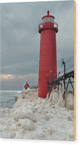 Winter At Grand Haven Lighthouse Wood Print