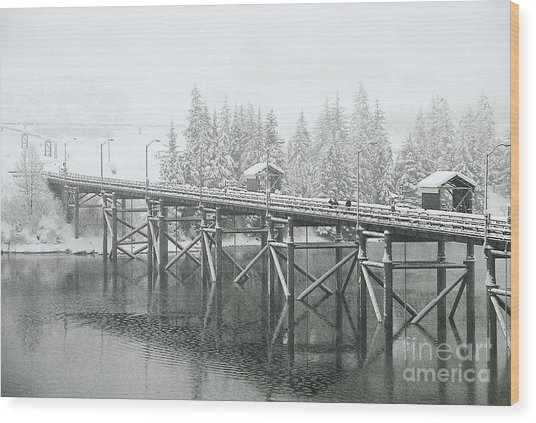 Winter Morning In The Pier Wood Print