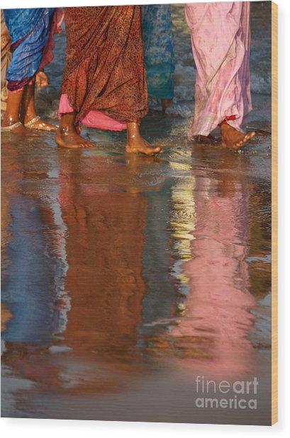 Women In Saris Wood Print