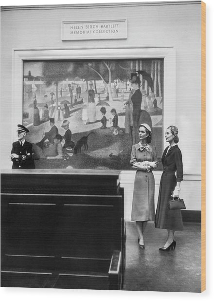 Women View Seurat Painting In Museum Wood Print by Horst P Horst