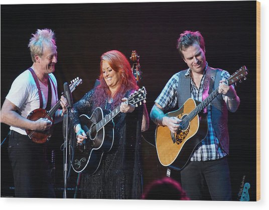 Wynonna Judd In Concert With Hubby Cactus Moser And Band Guitarist Wood Print