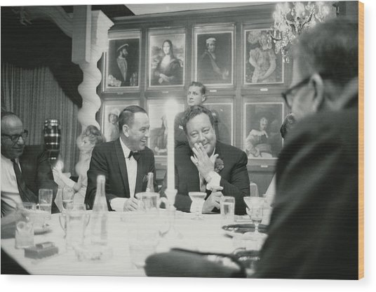 Frank Sinatra L Sharing A Laugh With Wood Print by John Dominis