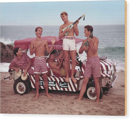 Guys And Gals On The Beach Wood Print by Tom Kelley Archive