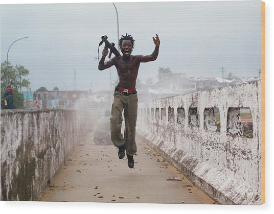 Liberian Government Troops Push Back Wood Print by Chris Hondros