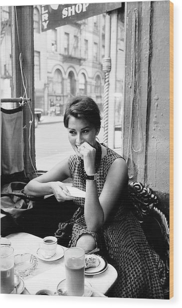 Loren In New York Cafe Wood Print