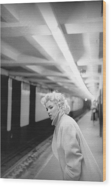 Marilyn In Grand Central Station Wood Print by Michael Ochs Archives