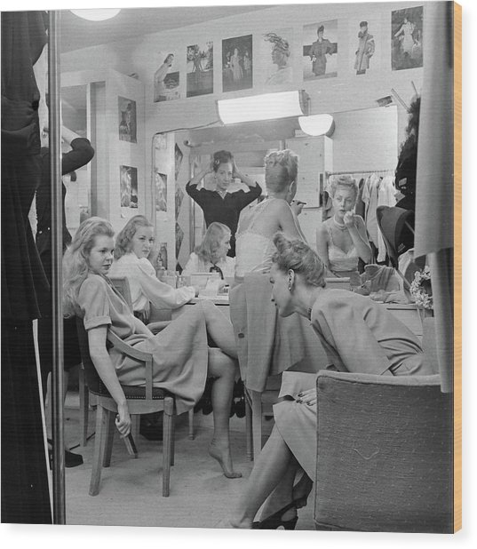 Models At The Neiman Marcus Store, An Wood Print by Nina Leen