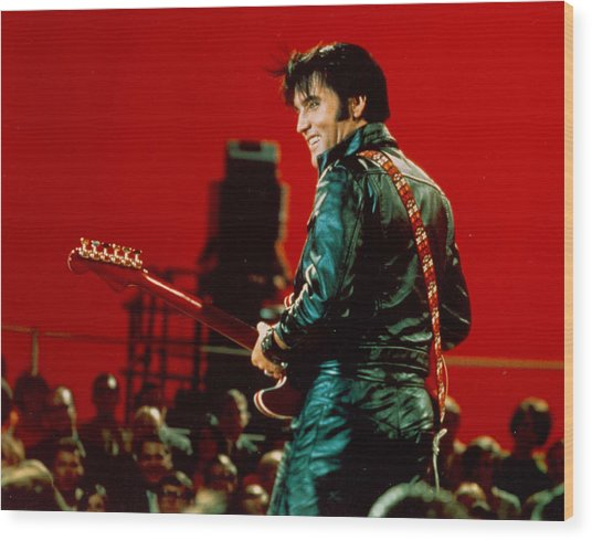 Rock And Roll Musician Elvis Presley Wood Print by Michael Ochs Archives