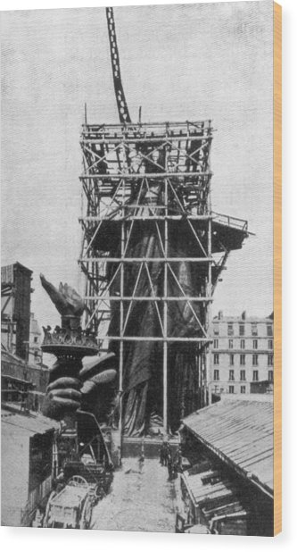 Statue Of Liberty Wood Print by Hulton Archive