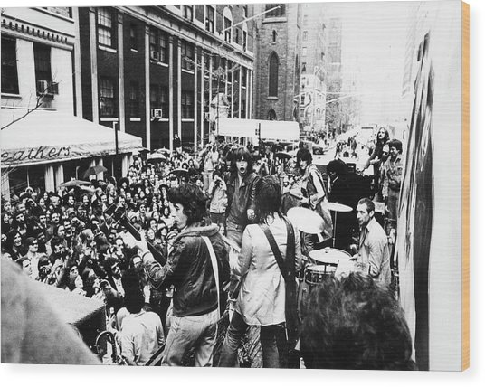 Rolling Stones On Fifth Avenue Wood Print by Fred W. McDarrah