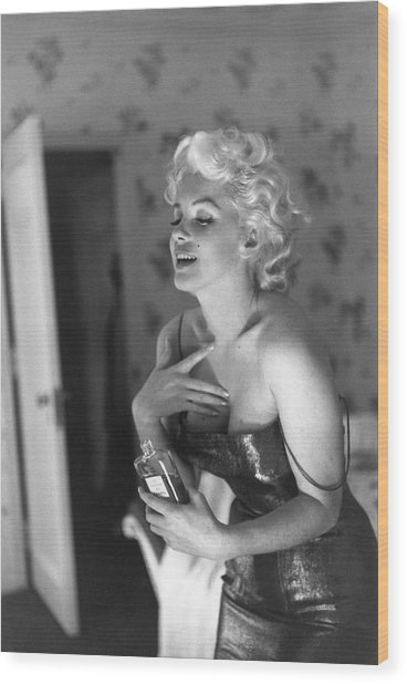 Marilyn Getting Ready To Go Out Wood Print by Michael Ochs Archives
