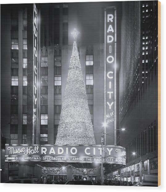 A Radio City Christmas Wood Print
