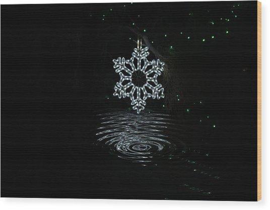 A Ripple Of Christmas Cheer Wood Print