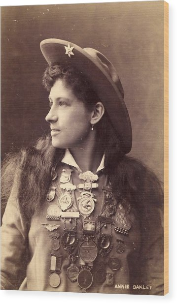 Annie Oakley Wood Print by Hulton Archive