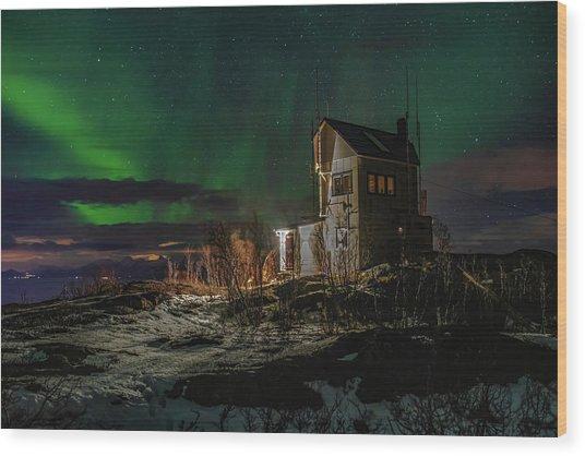Aurora Over The Radio Station Wood Print