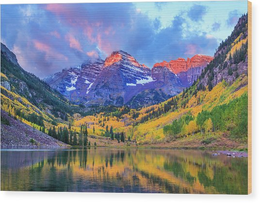 Autumn Colors At Maroon Bells And Lake Wood Print by Dszc