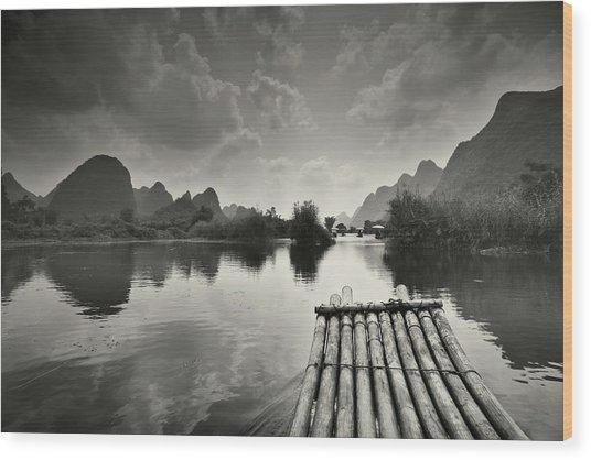 Bamboo Raft On Li River Wood Print