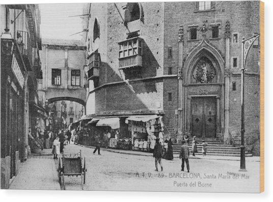 Barcelona Street Scene Wood Print by Hulton Archive