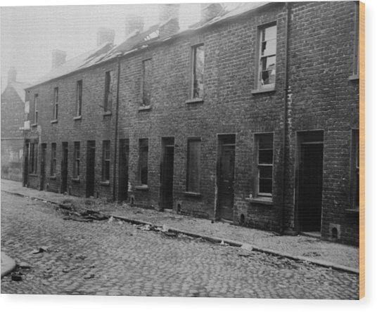 Belfast Slum Wood Print by Topical Press Agency