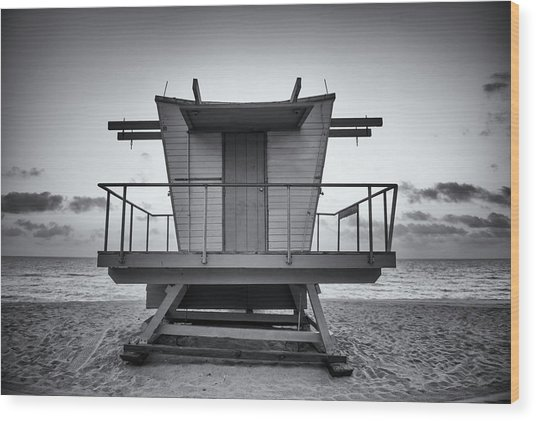 Black And White Lifeguard Stand In Wood Print by Boogich