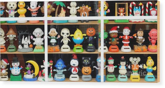 Bobbleheads In Store Window In Schroon Lake Ny In Adirondacks Wood Print