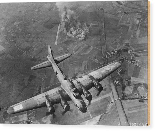 Bombing Run Wood Print by Hulton Archive
