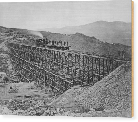 Bridge Building Wood Print by Hulton Archive